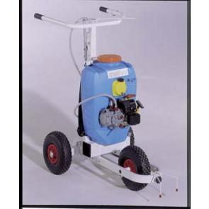Carrello segnacampo a spruzzo motore per tracciature a spruzzo con vernice ecologica. Telaio in acciaio verniciato epoxi. Serbatoio a pressione con pompa manuale e manometro, da lt. 18.